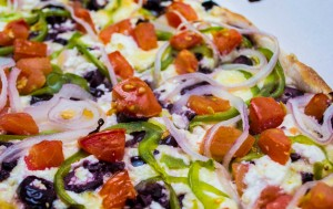 #pizza, #πίτσα, #greek_feta, #feta, #fresh, #fresh_tomato, #tomato, #pepper, #onion, πίτσα, πιπεριά, φέτα, κρεμμύδι, ελίες, #olive